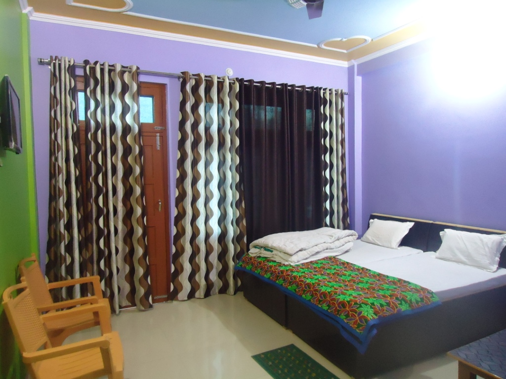 http://www.hotelranjeetpalace.com/files/uploads/2015/12/SEMIDELUXE-room.jpg